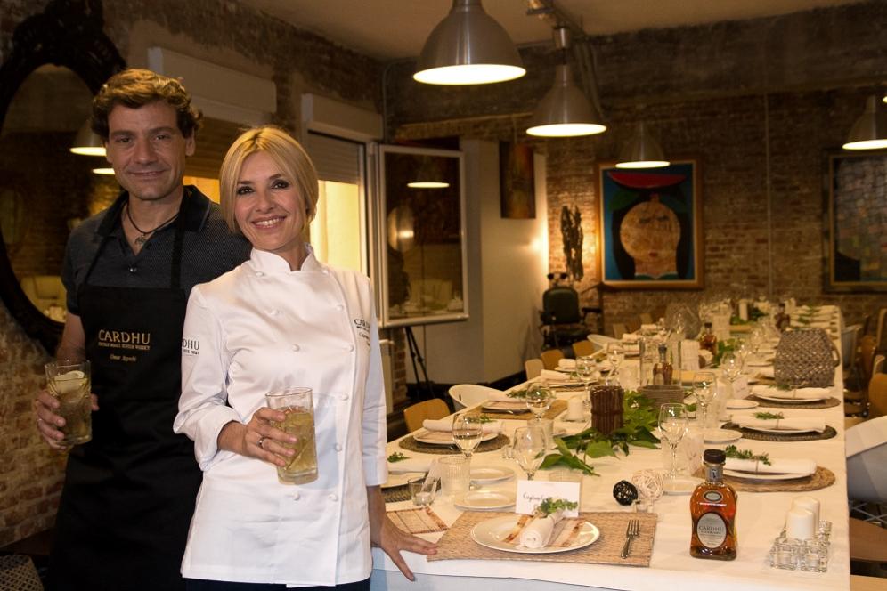 Cayetana Guillém Cuervo y su marido Omar Ayyashi en la presentación de Cardhu. Madrid, 2017. © Ana Cian.